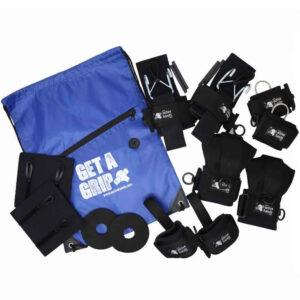 ジムパックデラックス「より大きく、より良い」。 汎用補助具のペア、ループ補助具のペア、dリング補助具のペア、使用頻度の高いグリップラップ2個、親指プロテクター2個、フック補助具のペア、「グリップを手に入れる」スローガンジムバッグ。