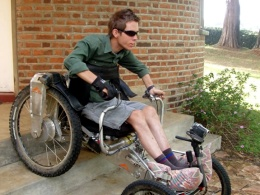 General Purpose aids holding handles on adaptive off-road bike. Mandip Sehmi using General Purpose aids in the gym. Adaptive gym equipment. Suitable for reduced hand function: tetra, quad, cerebral palsy, SCI, spinal cord injury, limb difference, stroke and more.