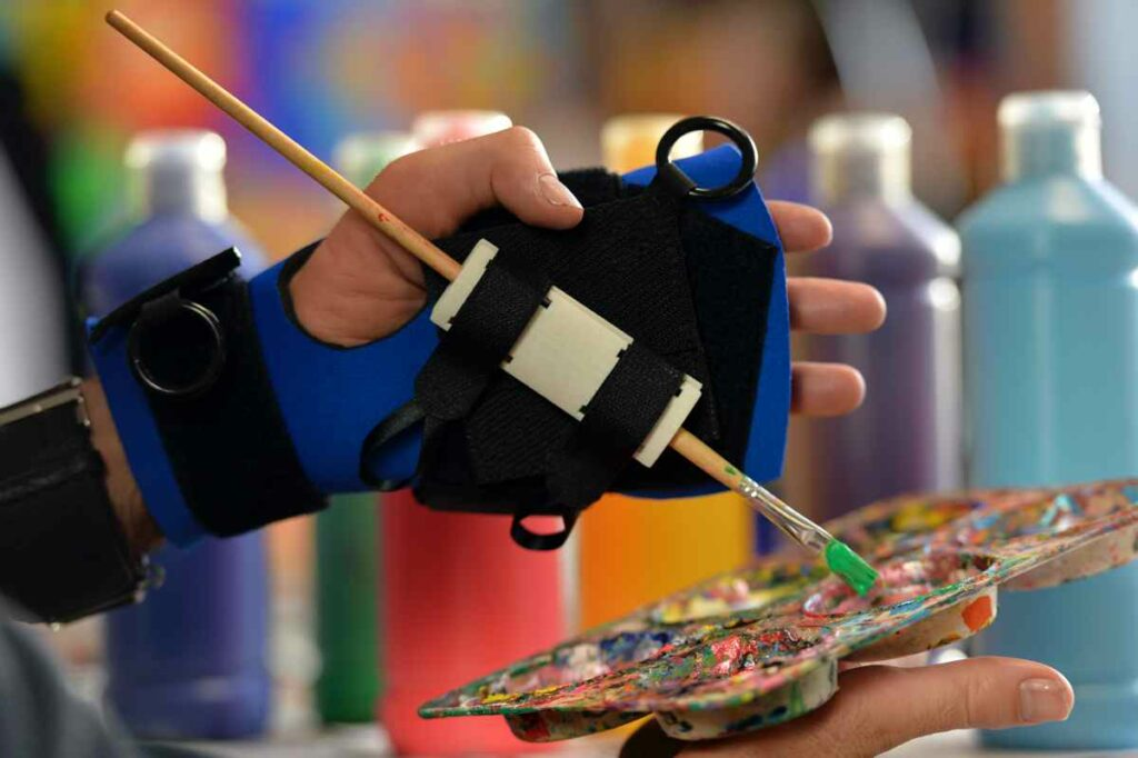 Small item aid - quadriplegic painting. Suitable for reduced hand function: tetra, quad, cerebral palsy, SCI, spinal cord injury, stroke and more.
