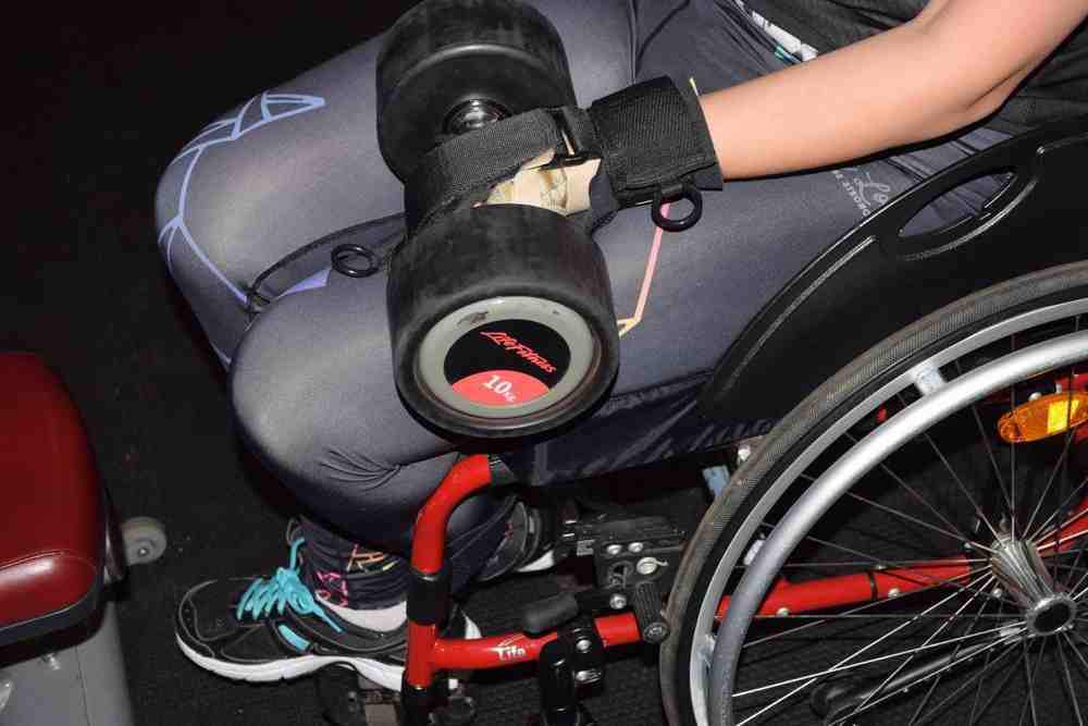 Limb difference gripping aid for free weight